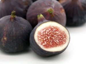 3 figs with one cut open