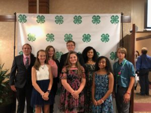 A group of 4-H'ers who received awards
